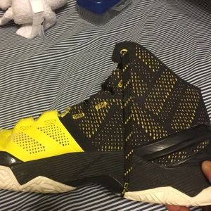 Black and Yellow Curry 2's